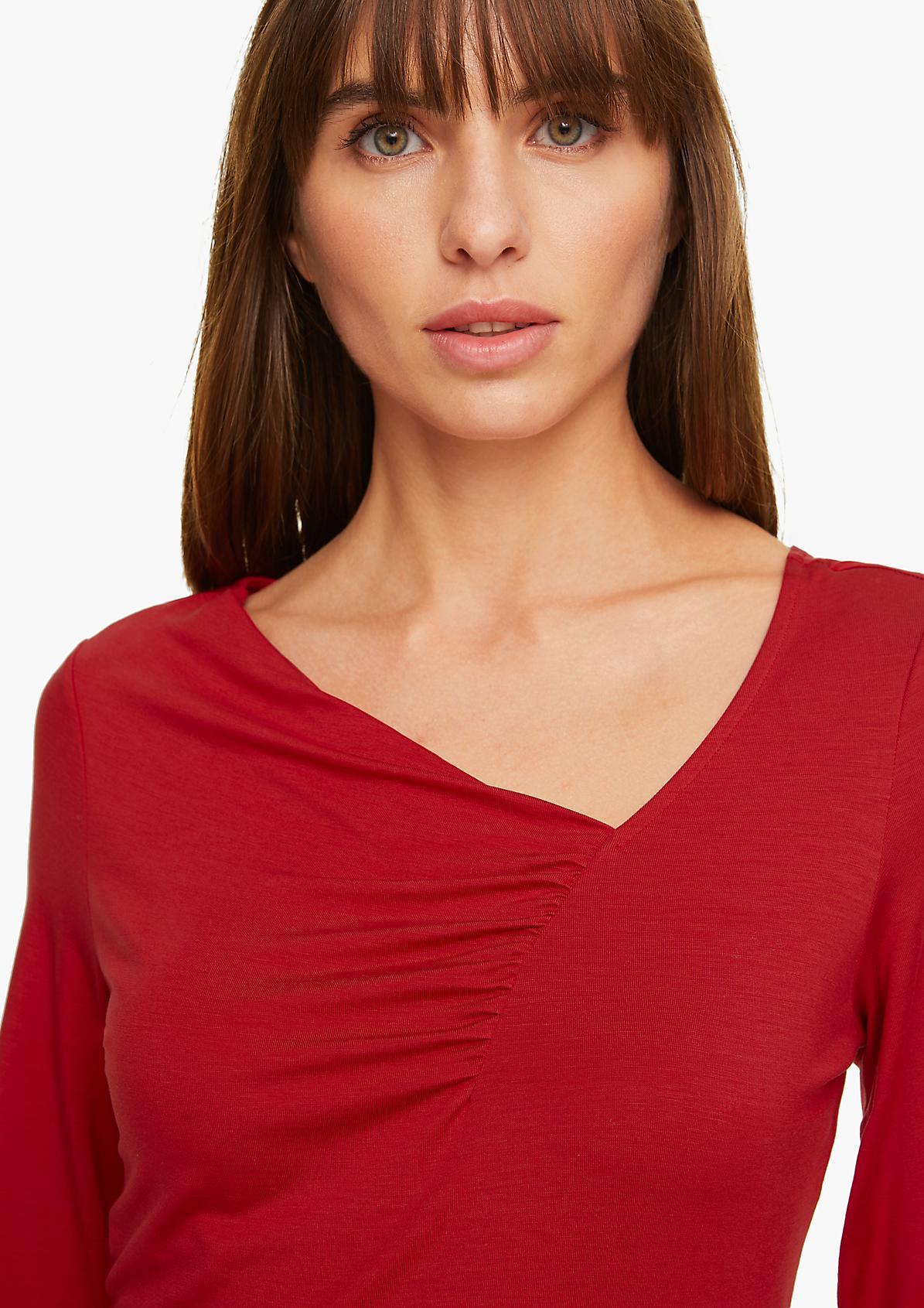 Jerseyshirt mit gerafftem Ausschnitt