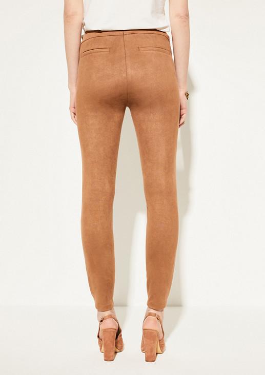 Schmale Stretchhose aus Veloursleder-Imitat