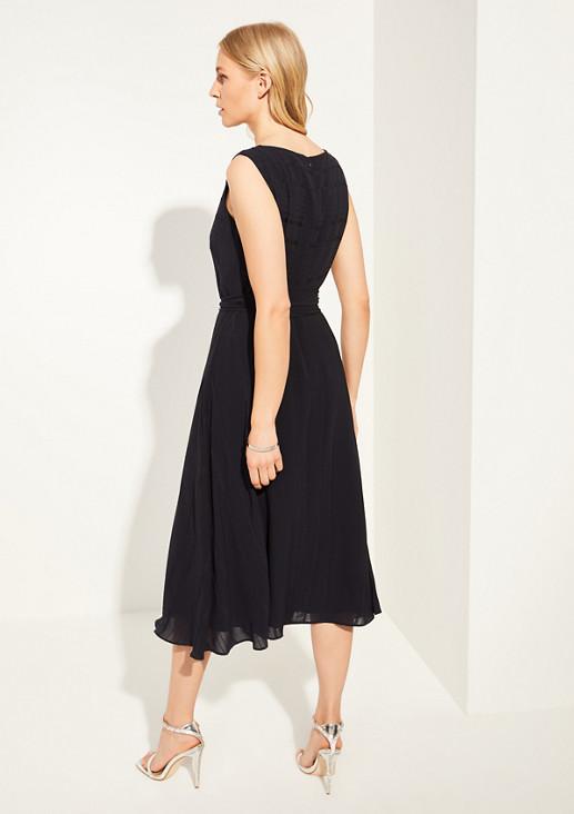 Kleid mit elegantem Webmuster