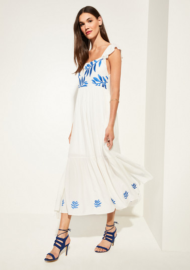 Embroidered viscose dress from comma