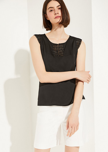 Top in a mix of materials and crocheted lace from comma