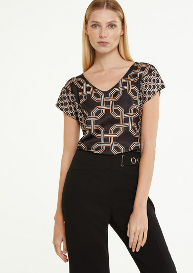 Patterned top with decorative piping from comma