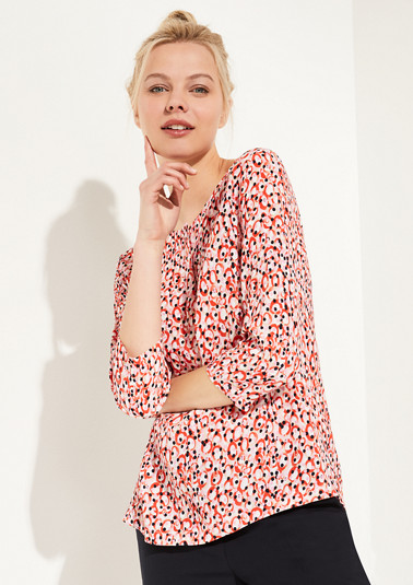 Blouse with a fashionable all-over print from comma