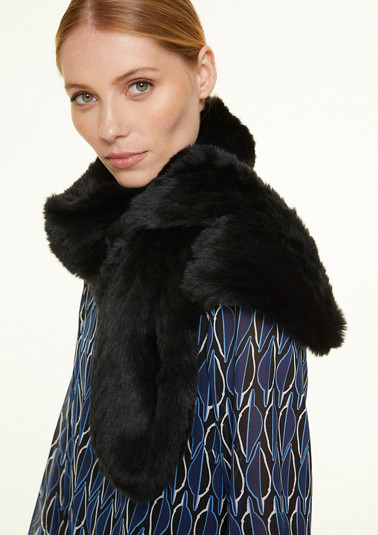 Soft, faux fur scarf from comma