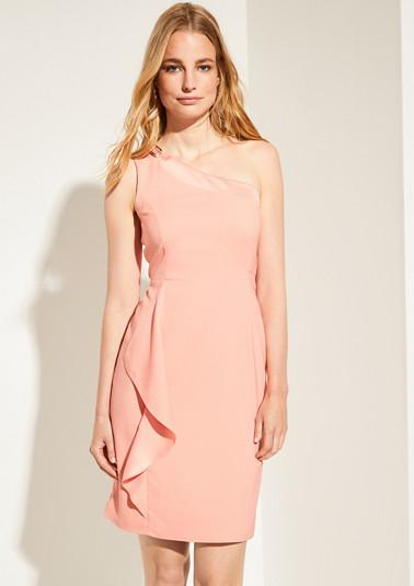 Tailliertes Kleid mit Volant