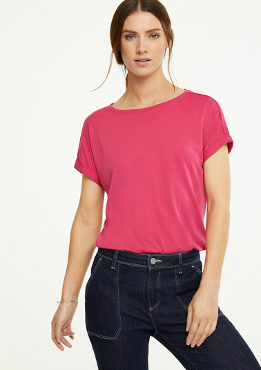 Top with a decorative button placket at the back from comma