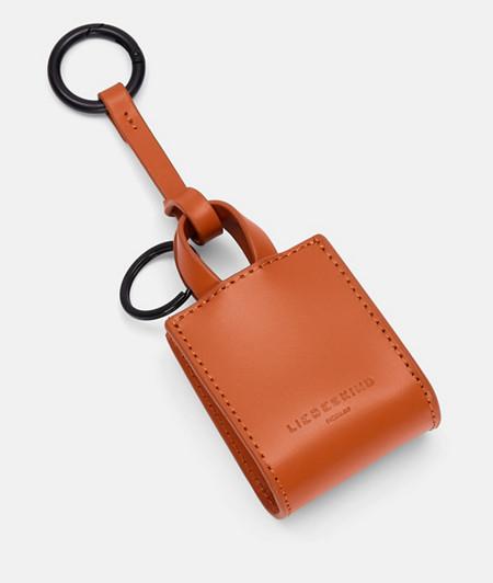 Taschenanhänger aus Leder im DIN-Format