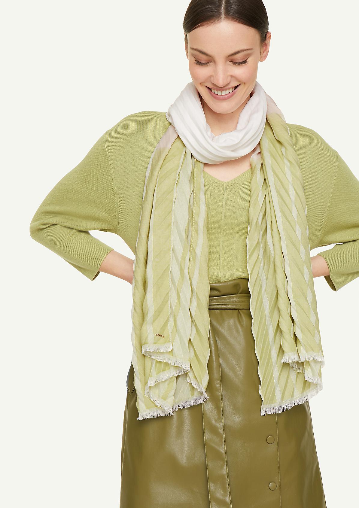 Schal mit Plisseefalten
