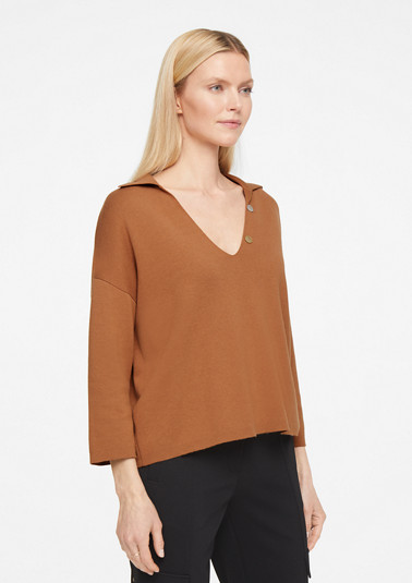 Jumper with a mother-of-pearl button from comma
