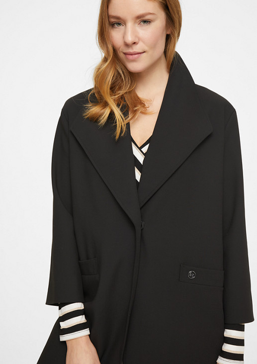 Lightweight coat in an O-shaped design from comma