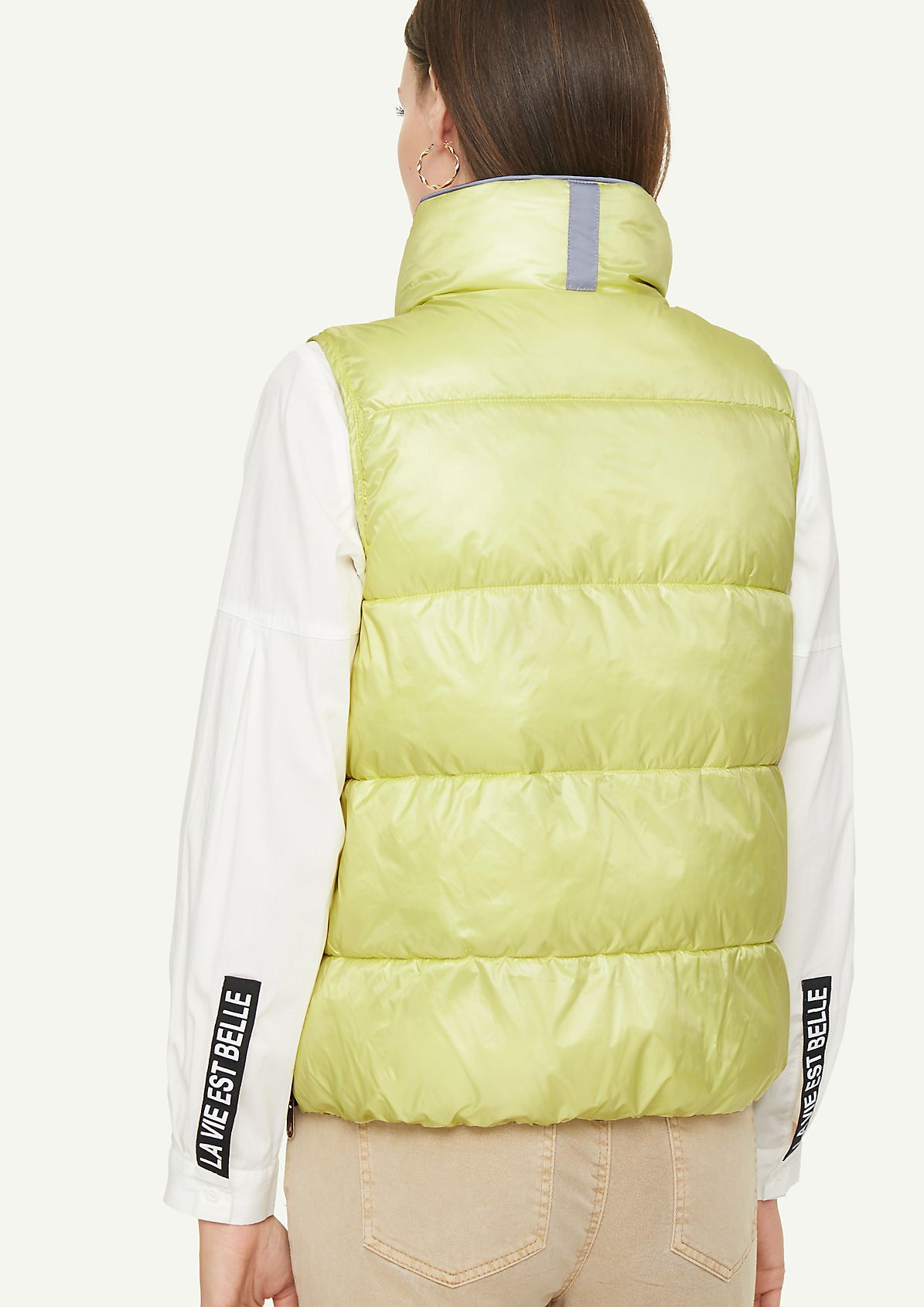Quilted body warmer with illuminating details from comma