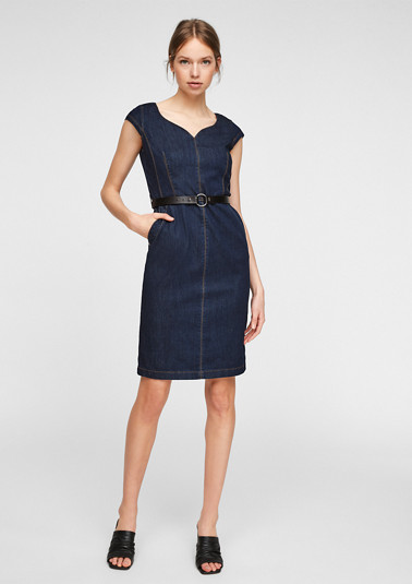 Fitted denim dress with a belt from comma