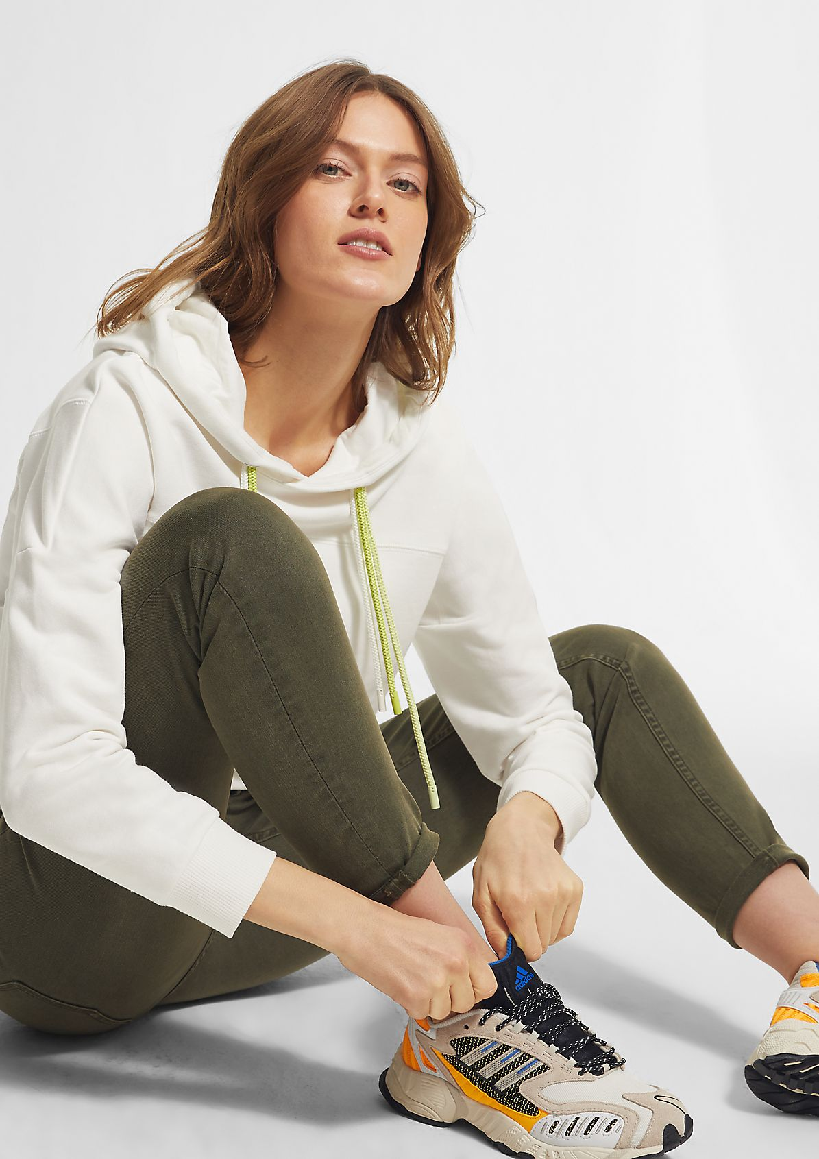 Soft sweatshirt with a hood from comma