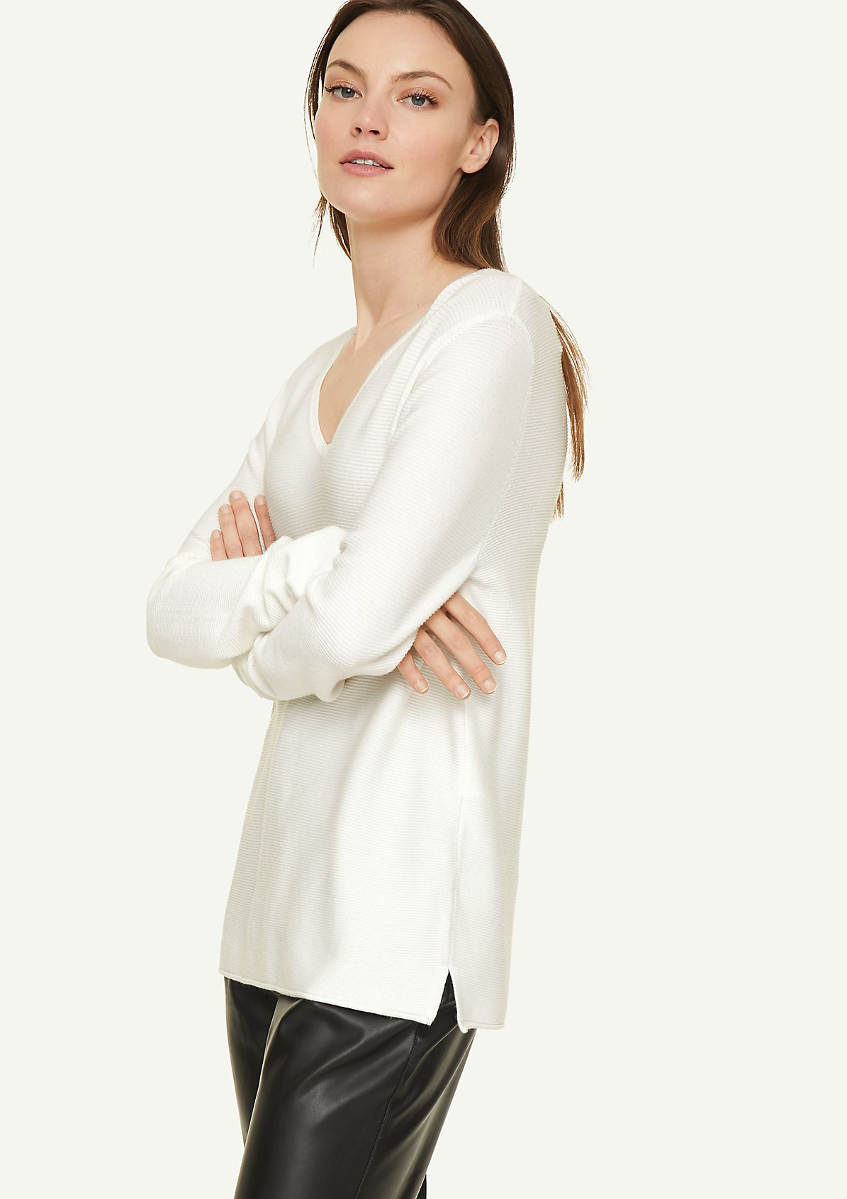 Jumper with a V-neckline from comma