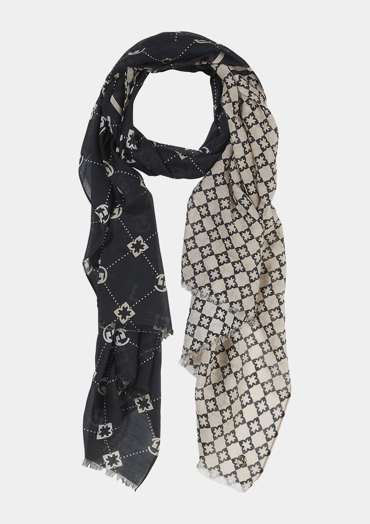 Silk blend scarf with an all-over print from comma