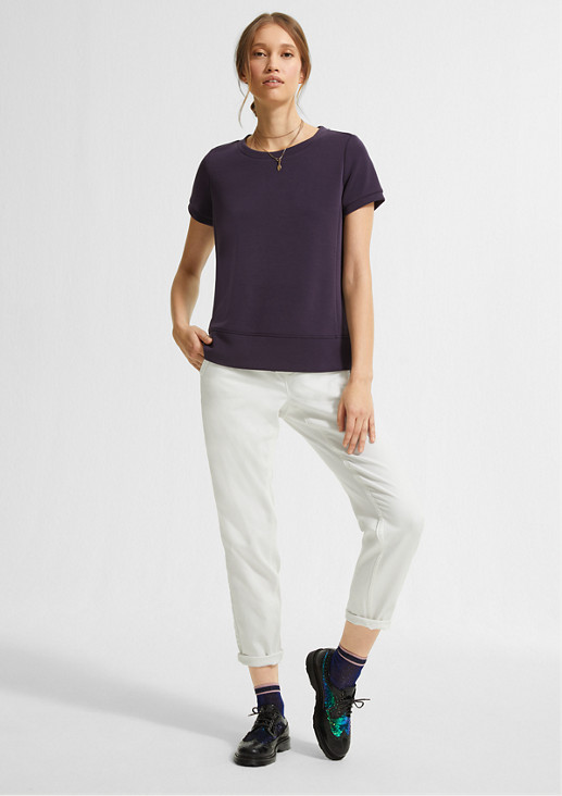 Top with an elongated back hem from comma