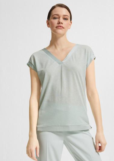 V-Ausschnitt-Shirt mit Satinblende