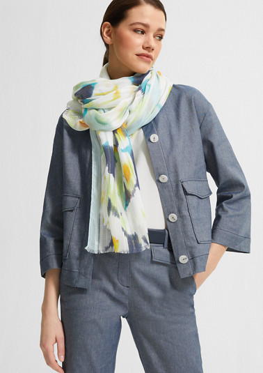 Lightweight scarf with an all-over print from comma