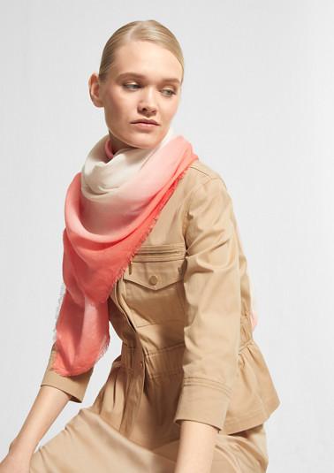 Leichter Schal mit Farbverlauf