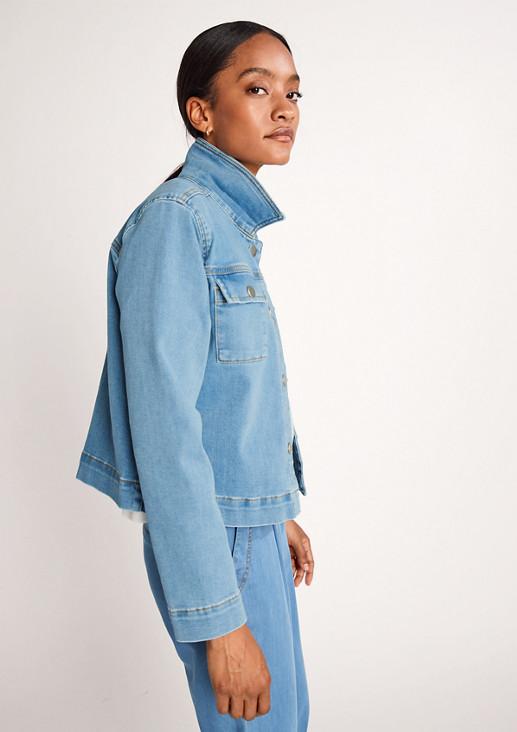 Kurze Jacke aus leichtem Denim