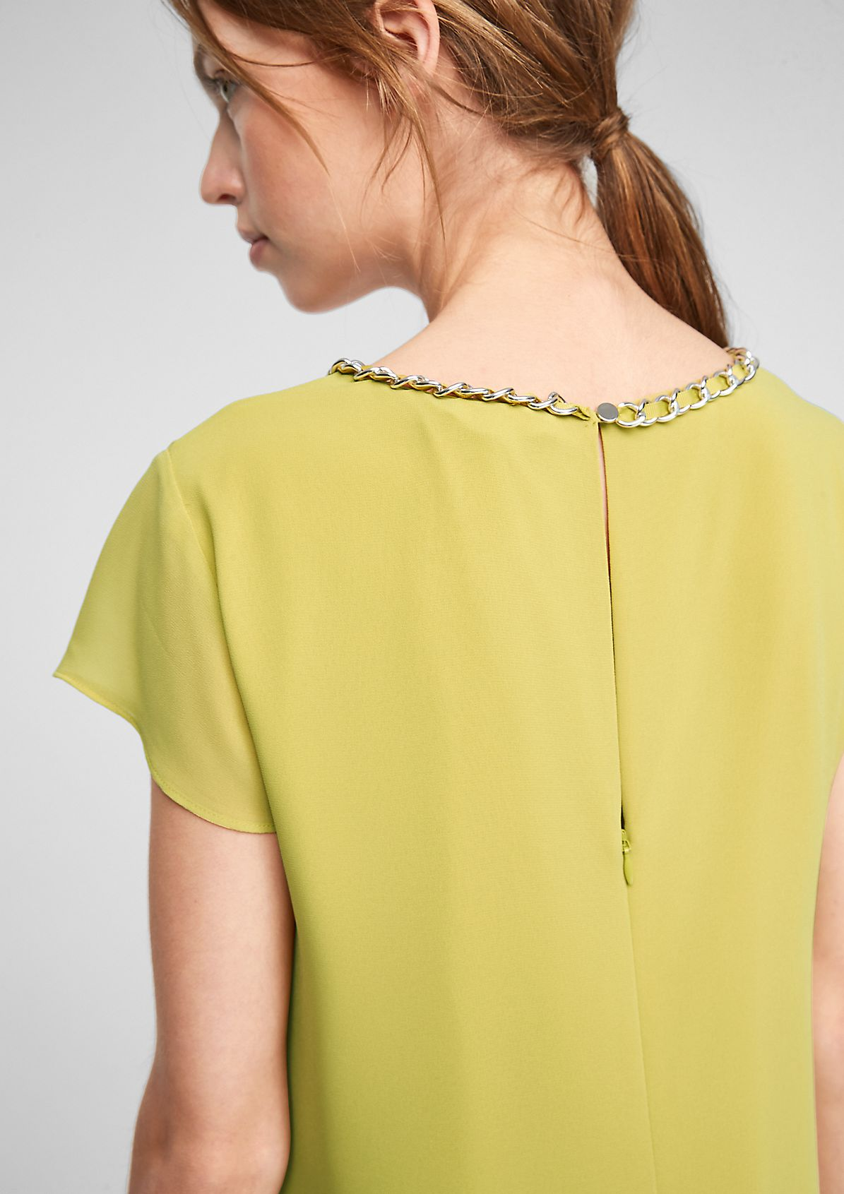 Kleid mit Schmuck-Detail
