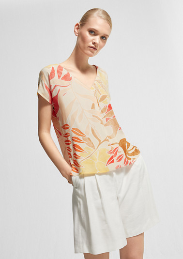 Viscose blouse with an all-over print from comma