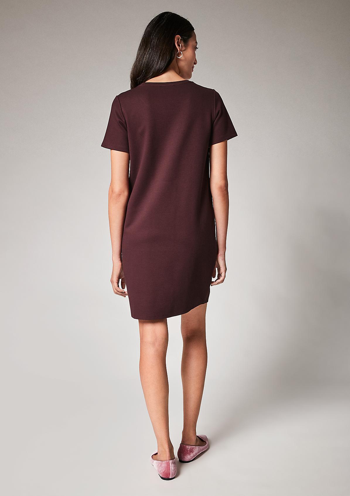 Kleid mit überschnittenen Ärmeln