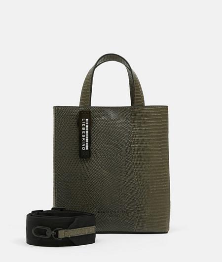 Paper Bag im Schlangenleder-Look