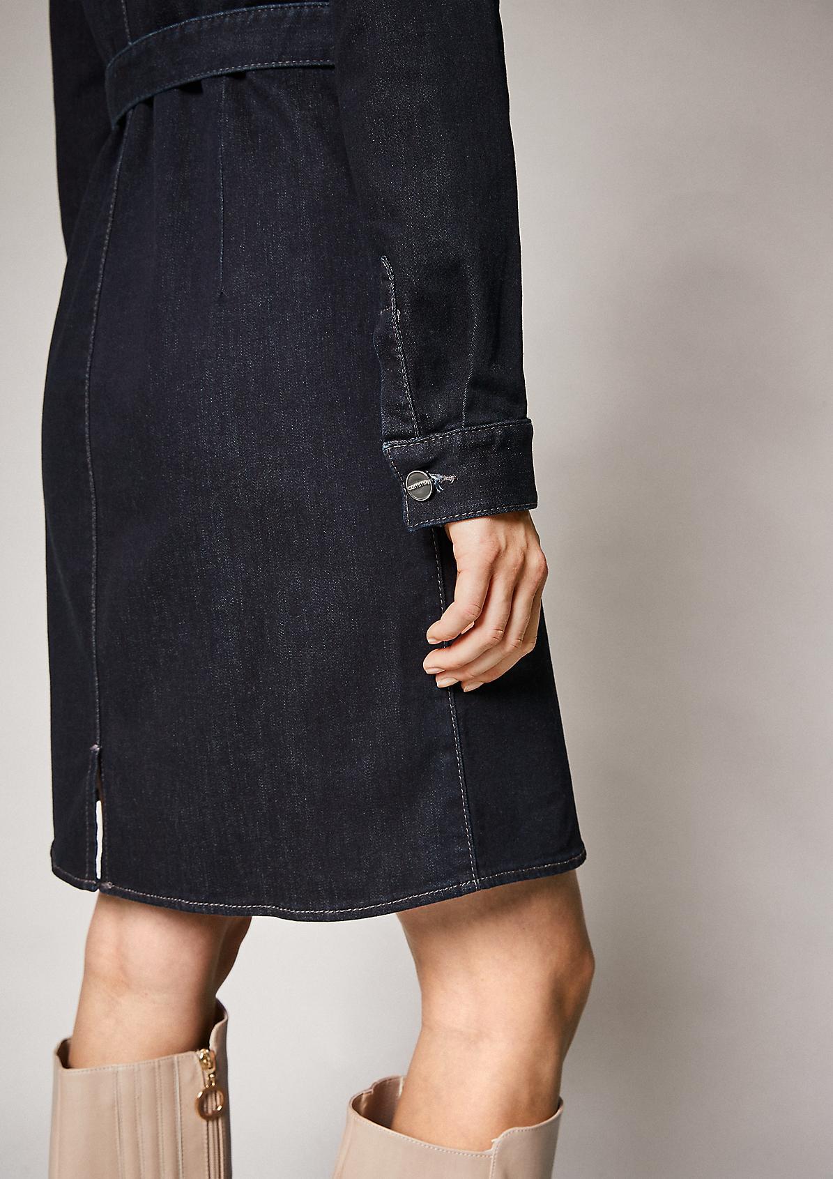 Jeanskleid mit Gürtel