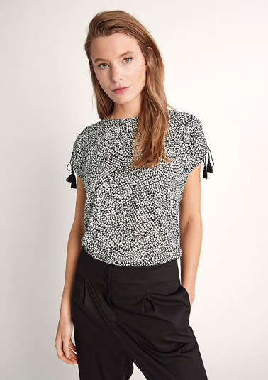 Top with tassel ribbons from comma