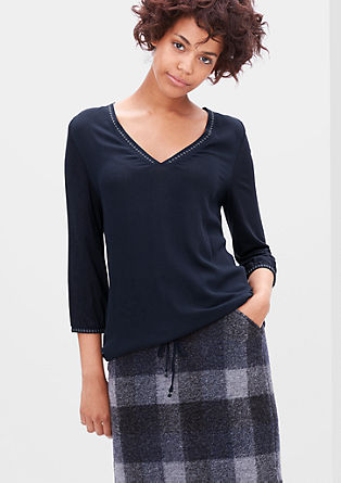 V-Neck-Shirt mit Stickerei