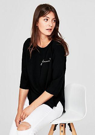 Bluzna majica z okrasno aplikacijo