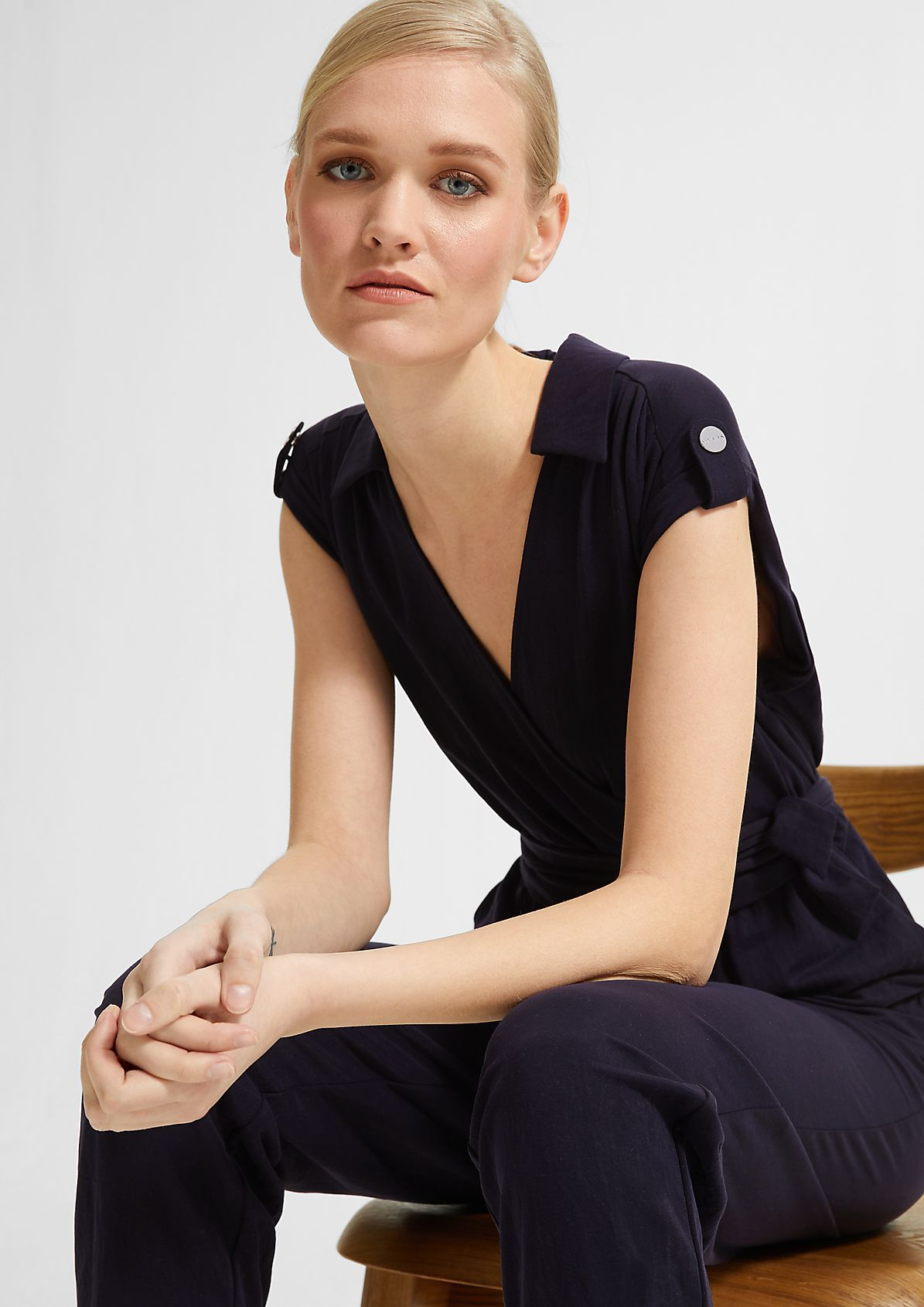 Eleganter Jumpsuit mit Bindegürtel