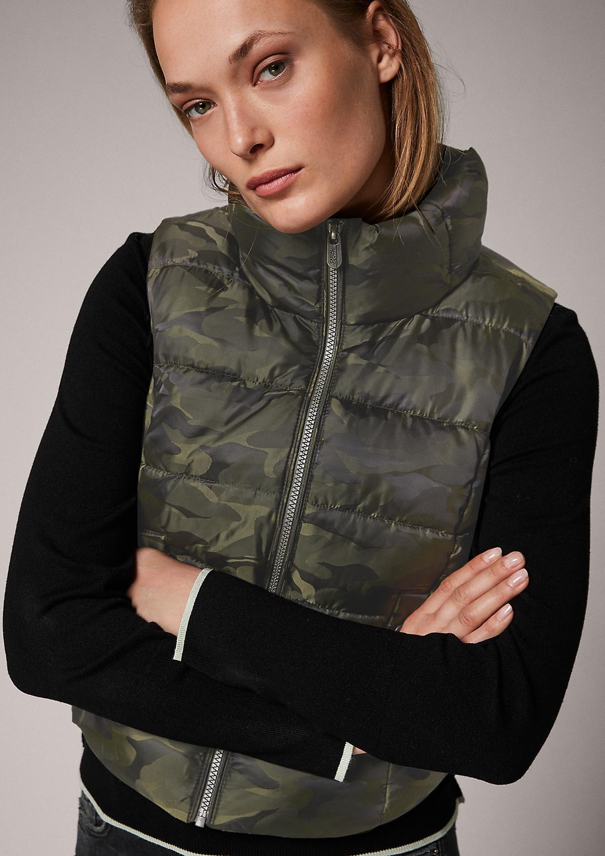 Wattierte Weste mit Camouflage-Muster