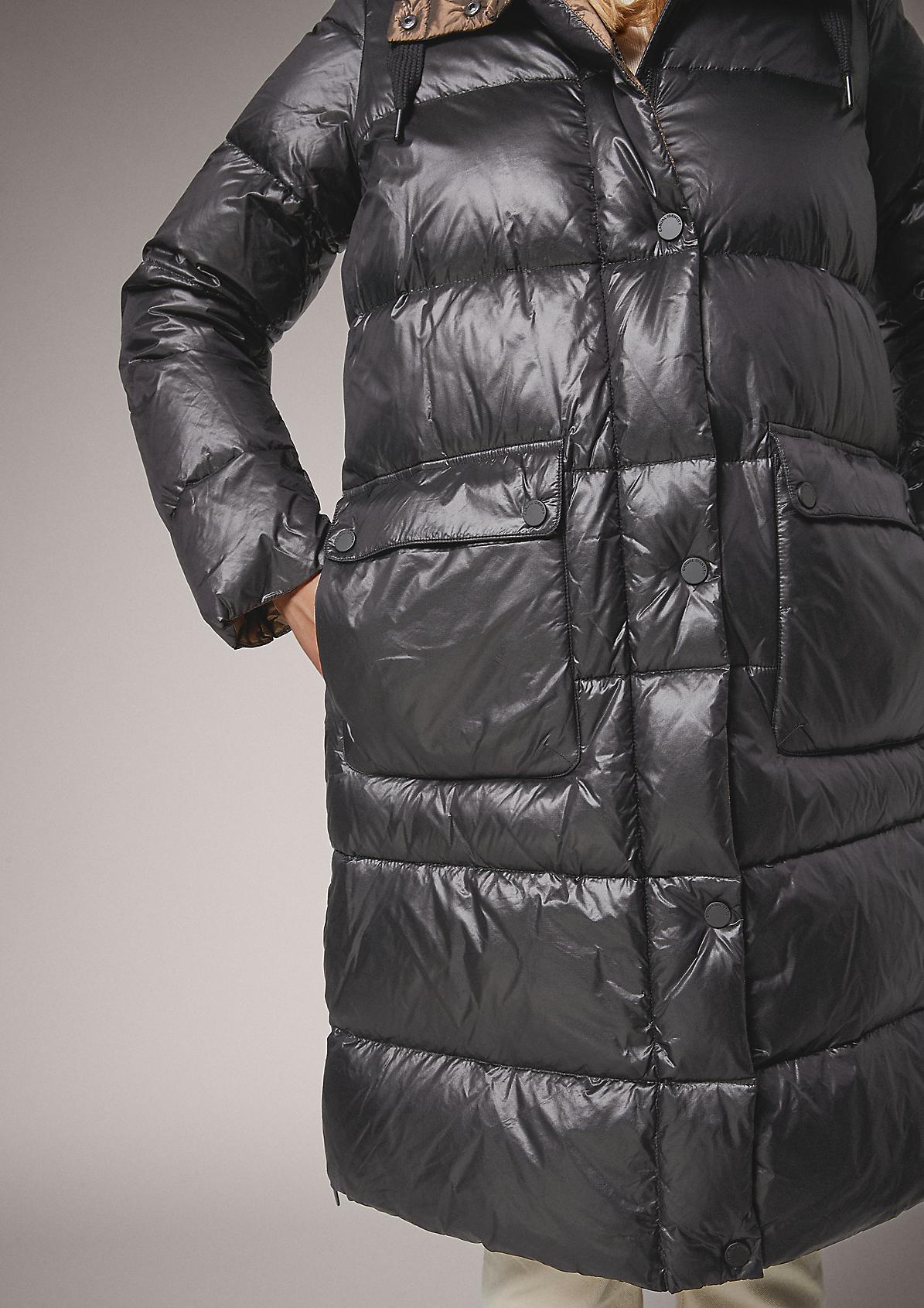 Glänzender Puffer-Mantel mit Kapuze