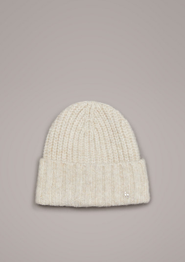 Hat with a percentage of wool from comma