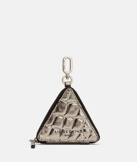 Dreieckiges, silbernes Accessoire in Kroko-Prägung