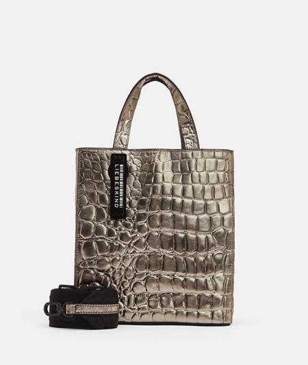 Silberne Handtasche im kleinen Format