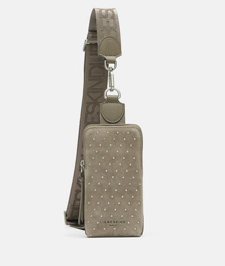 Sling Bag aus Leder mit Nieten