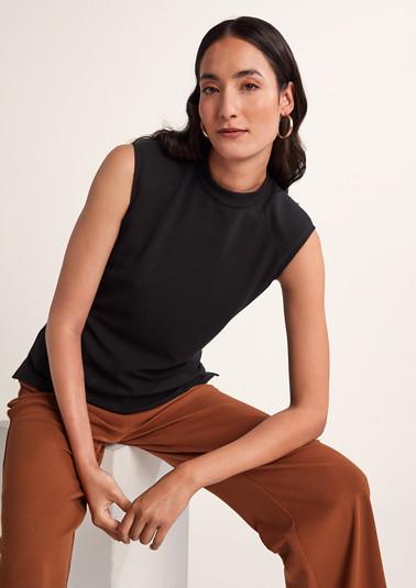 Shirt mit verstärkten Schultern