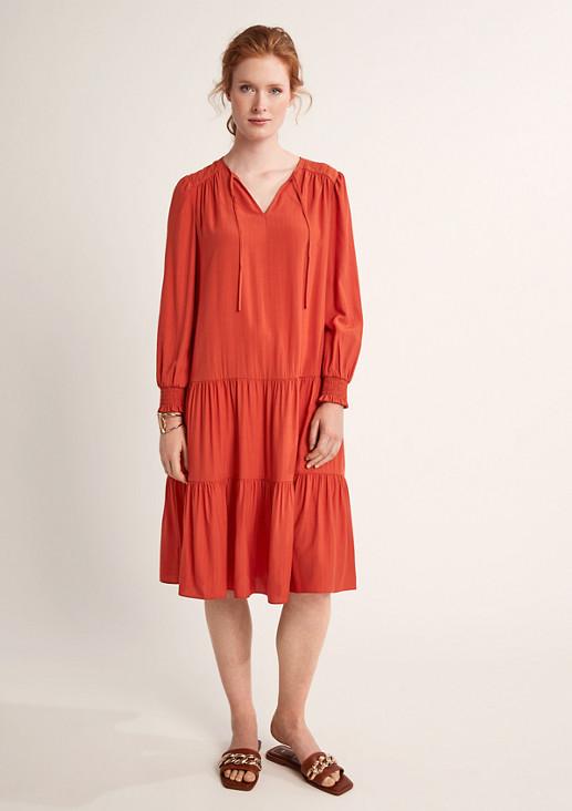 Lockeres Kleid mit Nadelstreifen