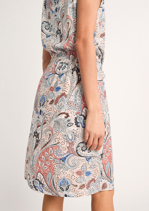 Kurzes Kleid mit Knotendetail