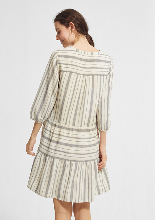 Gestreiftes Kleid mit Leinen