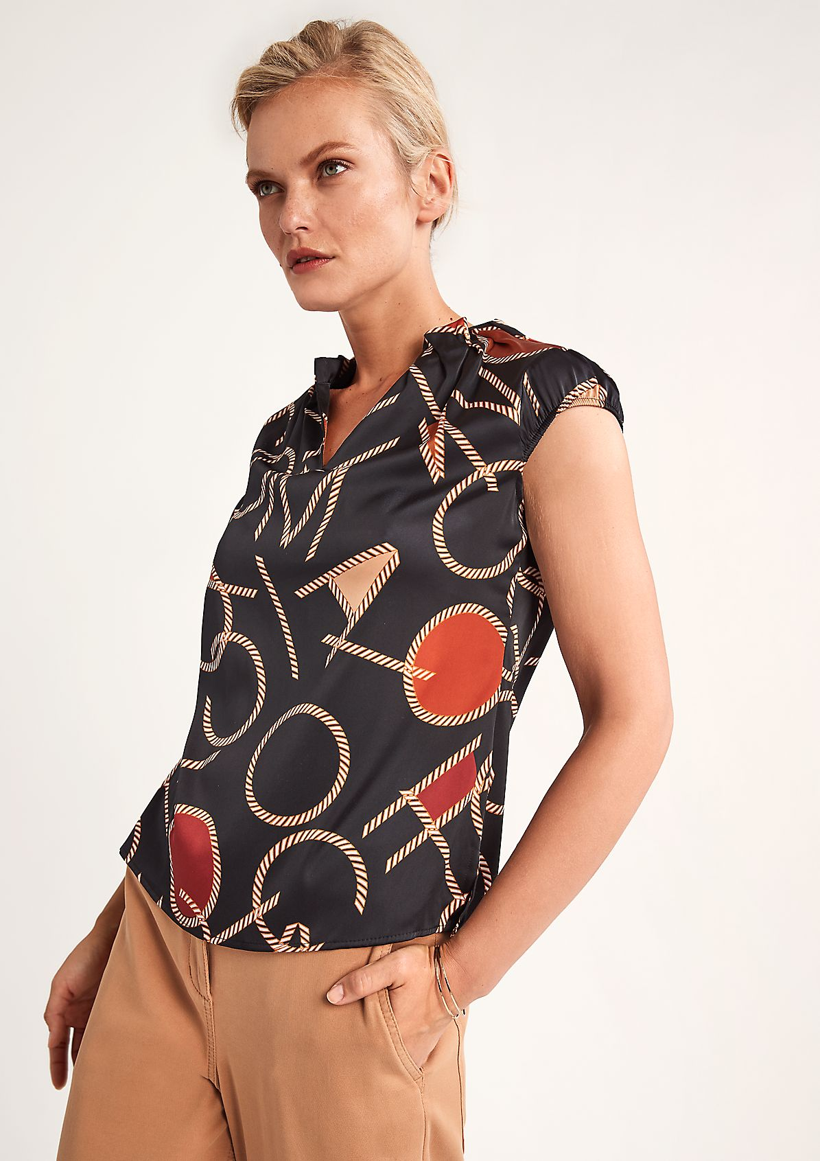 Gemusterte Bluse mit V-Ausschnitt