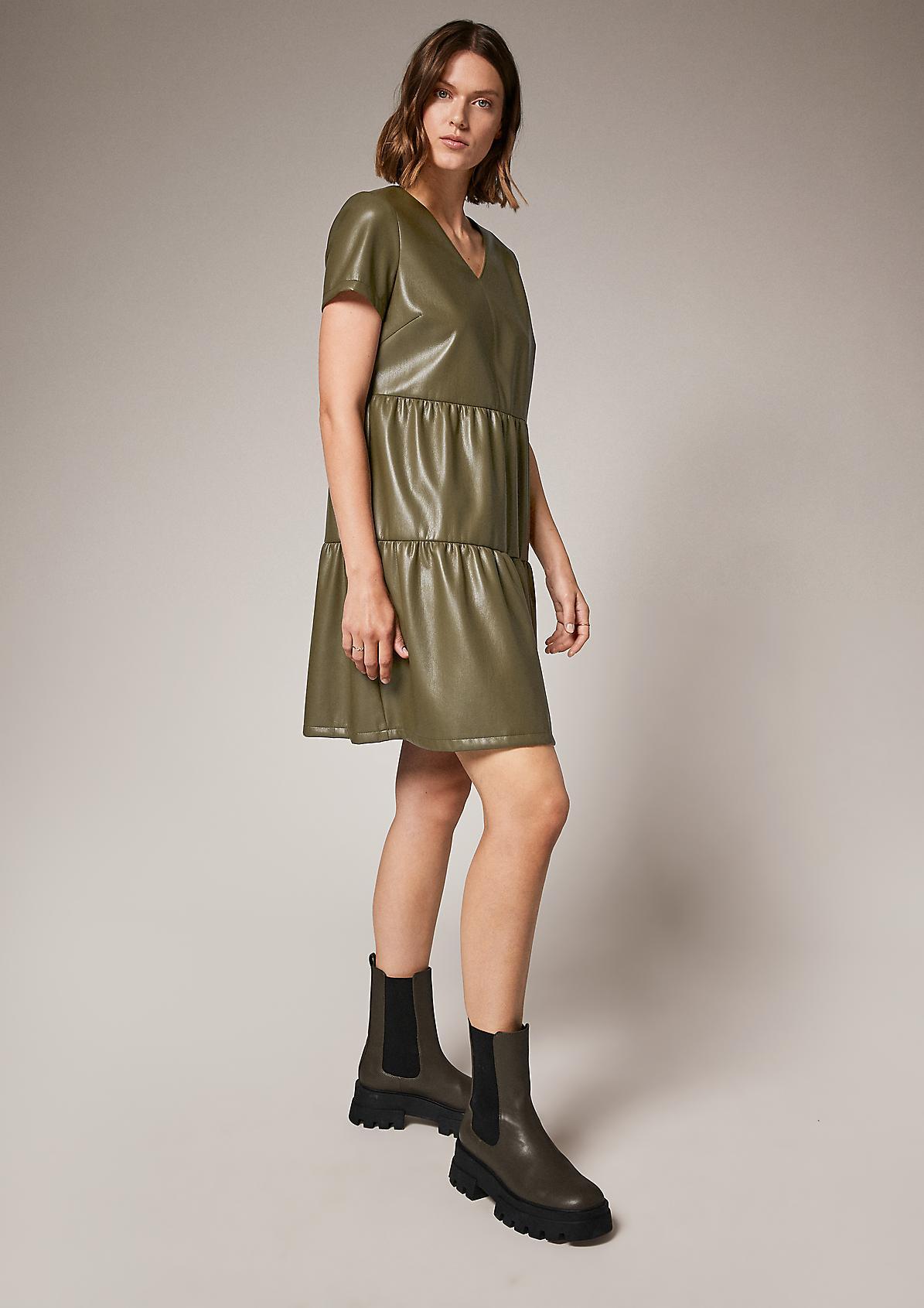 Beschichtetes Stufenkleid
