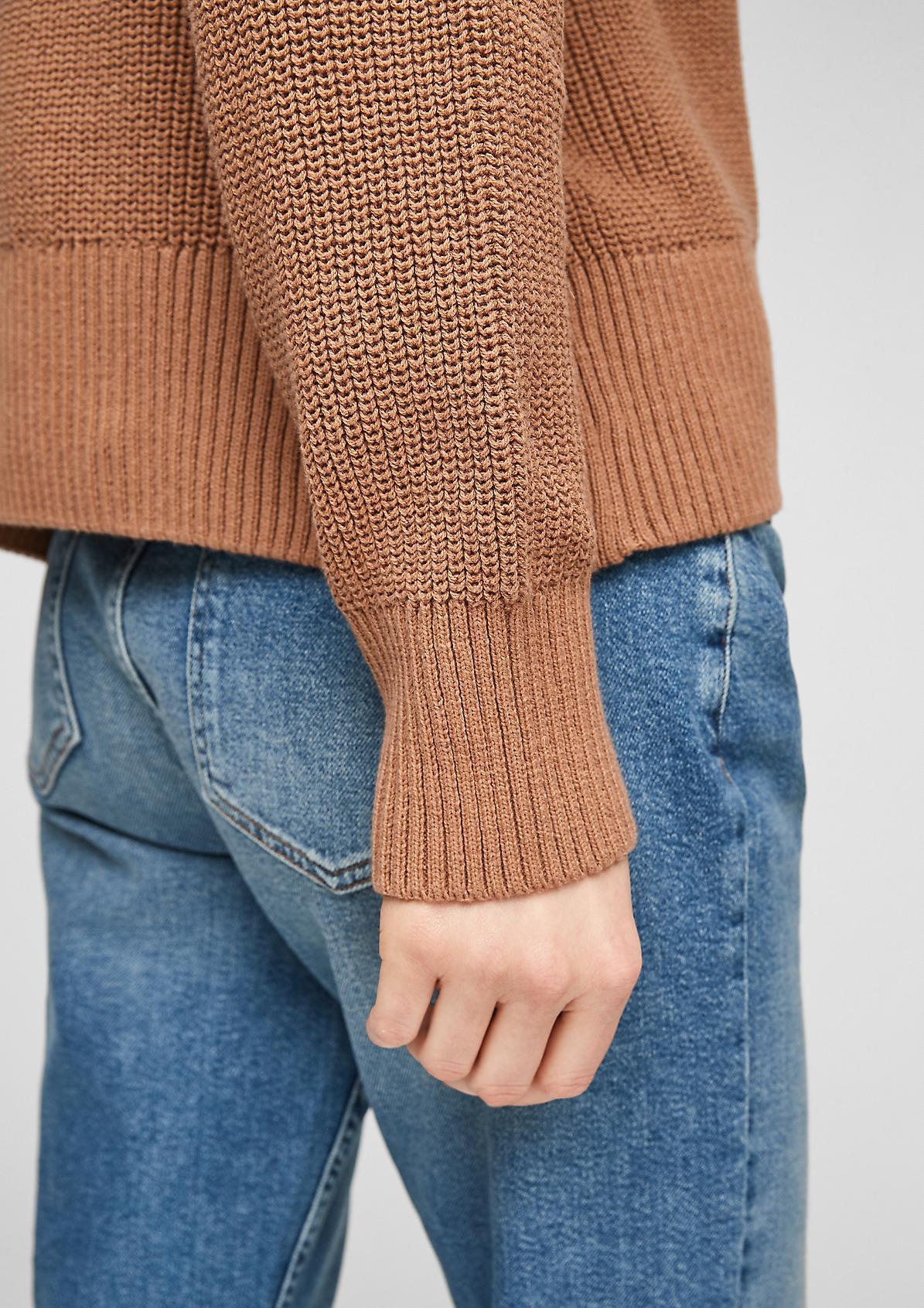 Lockerer Pullover mit Kapuze