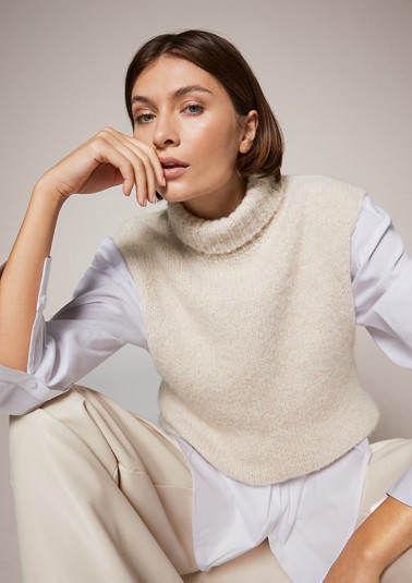 Sleeveless jumper in a wool blend from comma