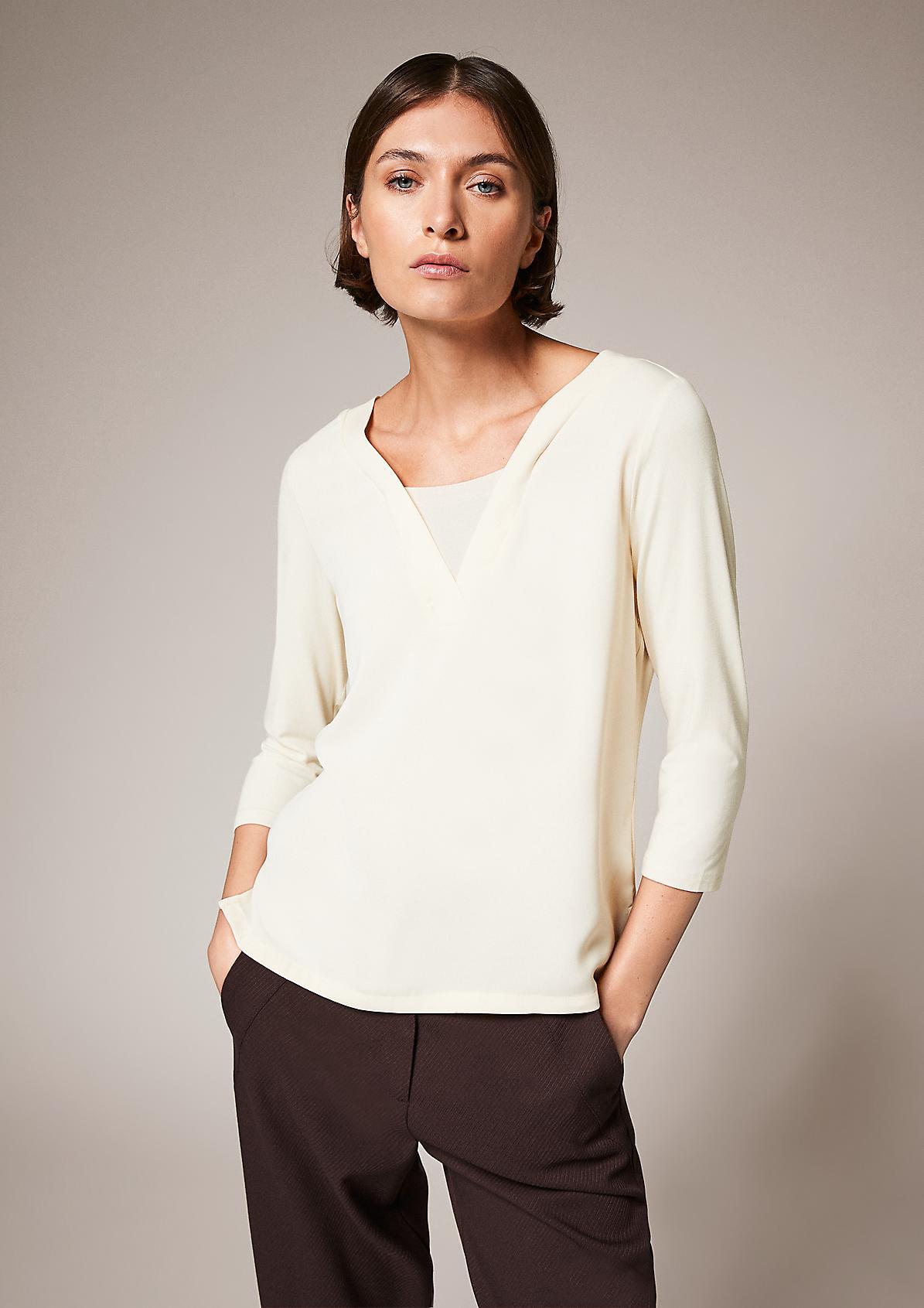 Fabricmix-Shirt mit V-Neck