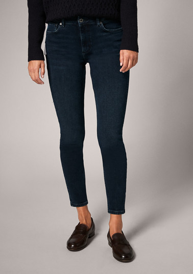 Slim: dark blue jeans from comma
