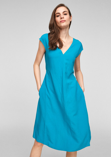 Dress with a back neckline from comma